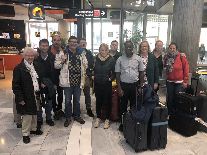 Reisegruppe am Flughafen Stuttgart